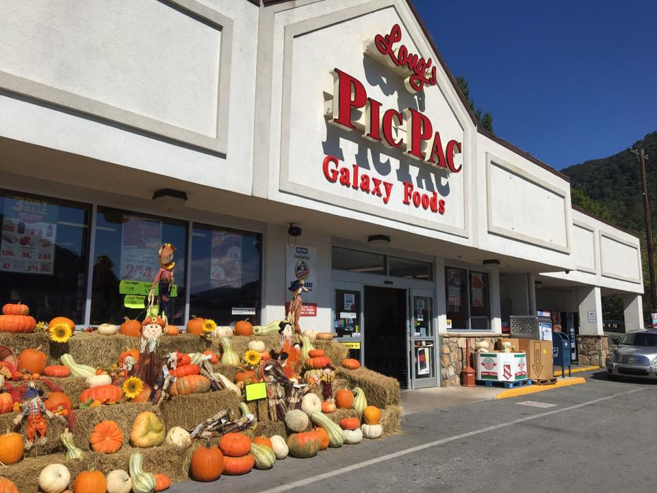 Front of Long's Pic Pac, a grocery store in Bell County, KEntucky, that is saving big on energy.